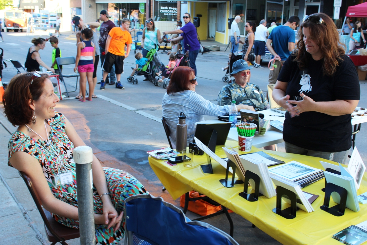 Muscatine Second Saturday Writers on the Avenue 2